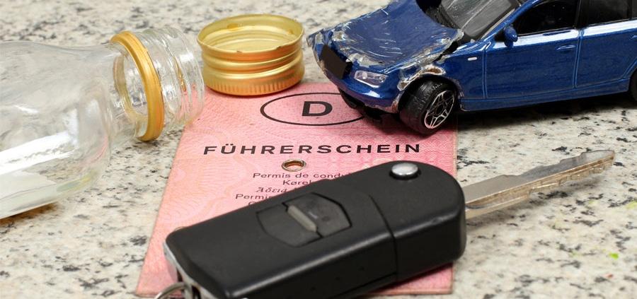 Führerschein, Unfall und leere Flasche